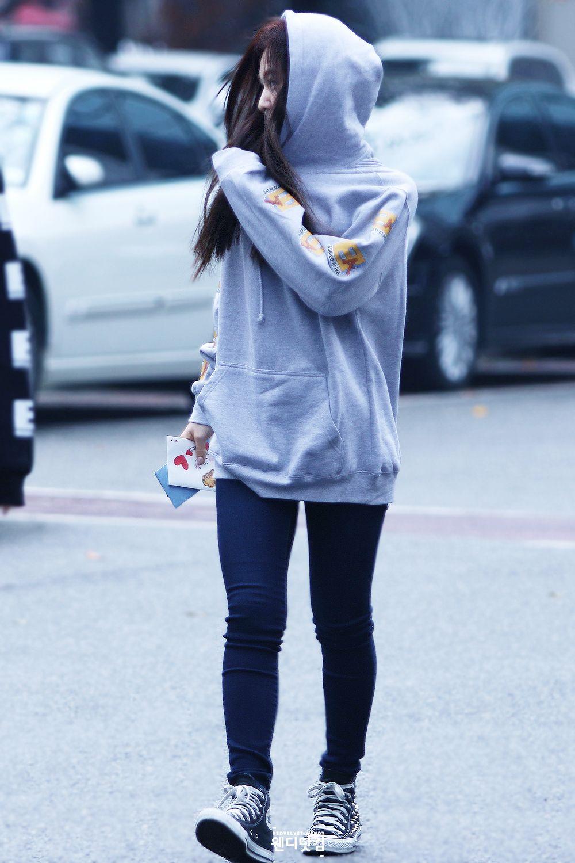 Red Velvet Wendy Kpop Fashion 141031 2014 Studded Converse Velvet Fashion Korean Outfits Korean Fashion