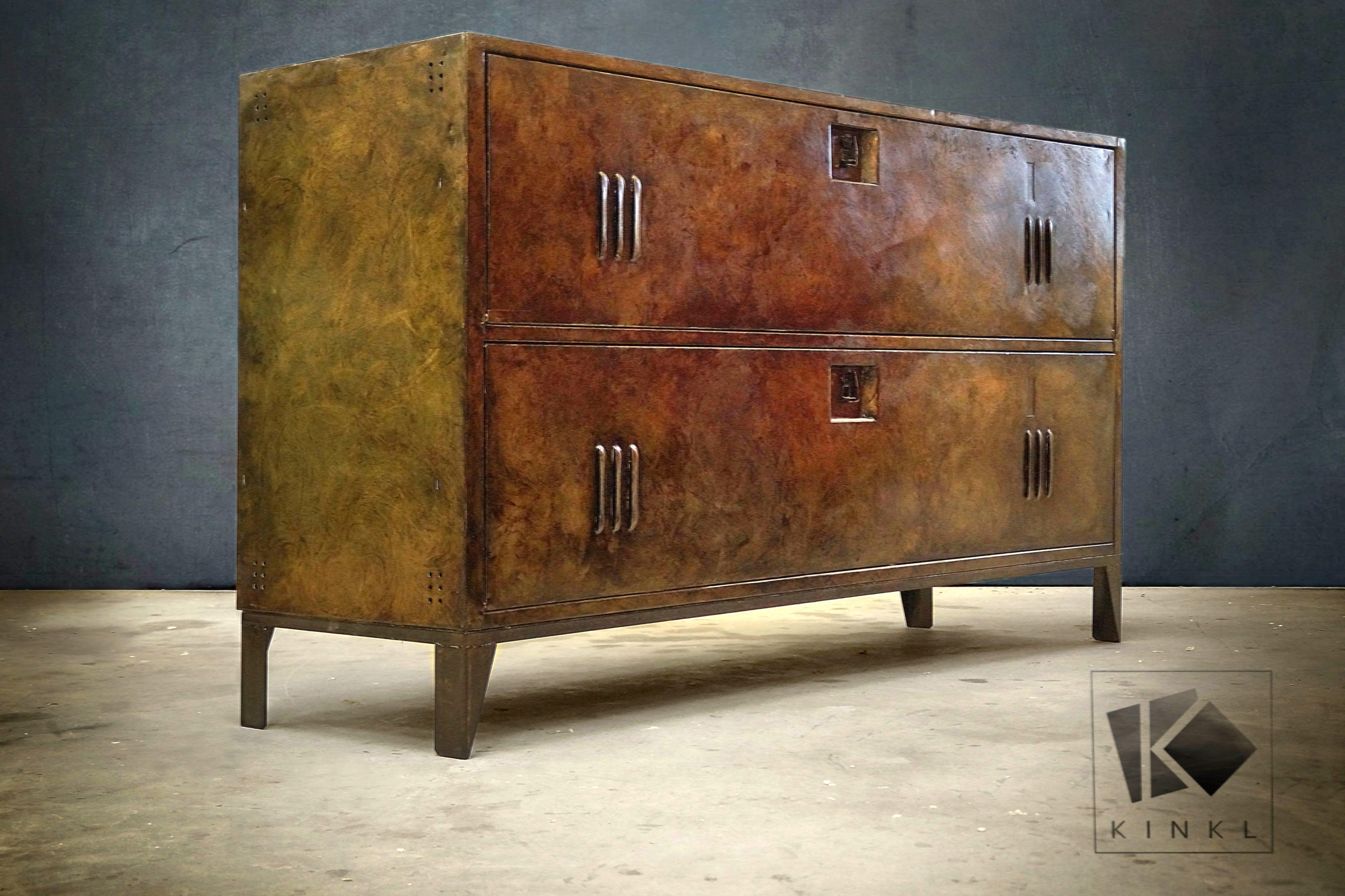Buffet Metallique Couleur Bronze Belle Patine Nuancee