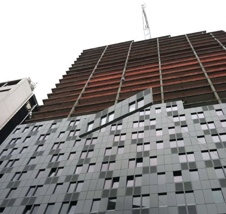 Iief Installs Panels Up The Side Of The Mercedes High Rise In New York City Description From
