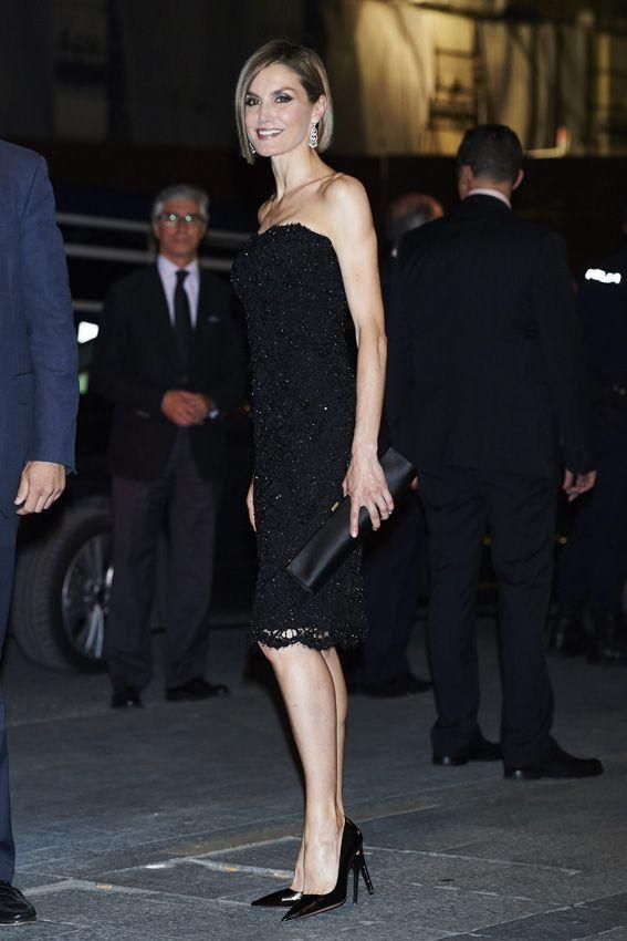 29c845685 La reina Letizia estrena nuevo  look