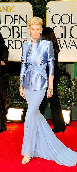 Tilda Swinton KILLING IT (as usual) at the Golden Globes (in Haider Ackerman). I have never seen baby blue look so painfully chic before.