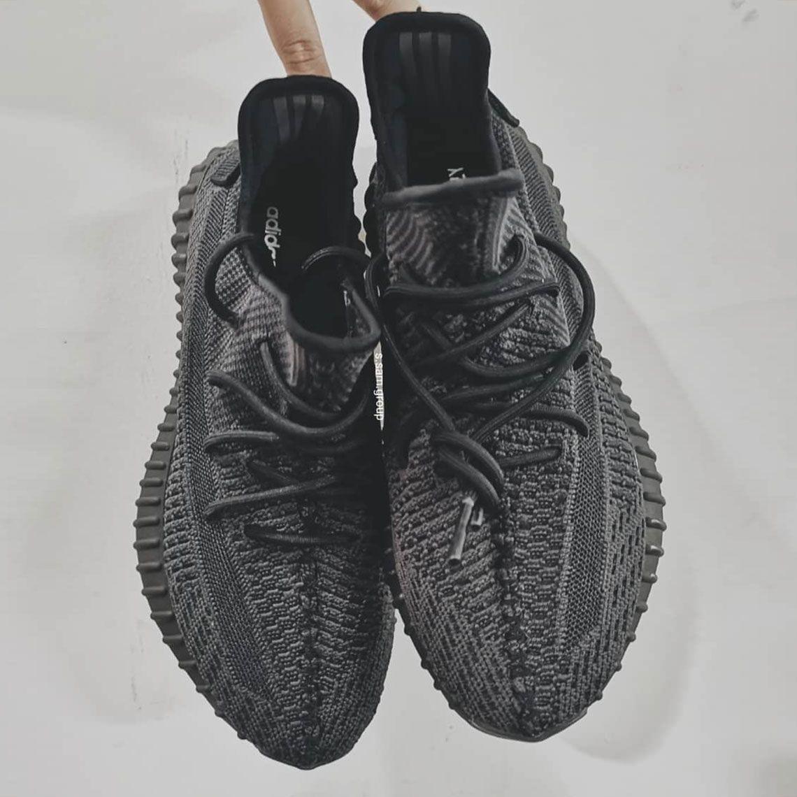 Adidas Yeezy 350 V2 in black   Sneakers