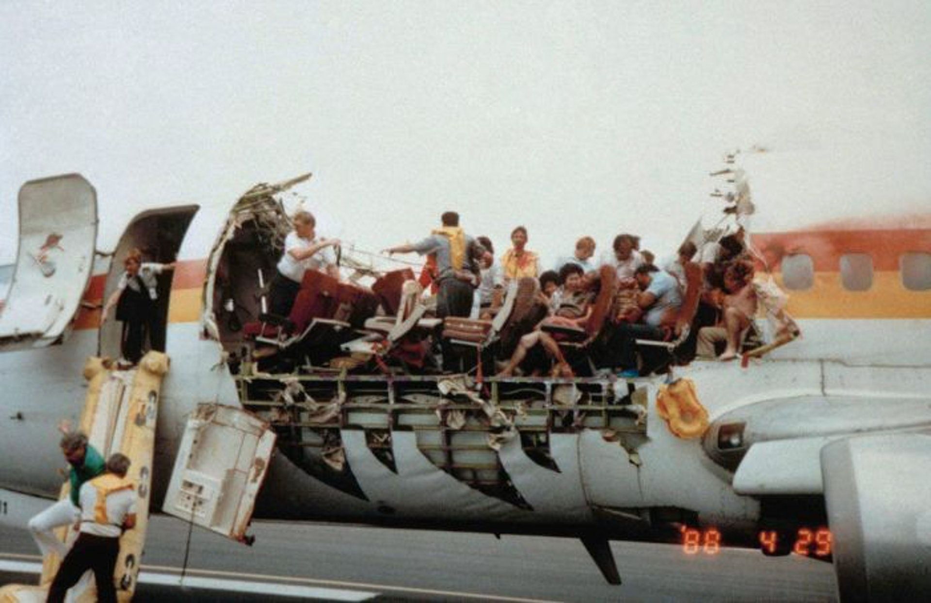 Passengers Evacuate From Aloha Airlines Flight 243 After The Plane S Roof Partially Disintegrated Due To Metal Fatigue At Aviation Accidents Airlines Aviation