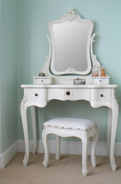 Chateau Vintage Style Antique White Dressing Table Mirror Stool Set   Laura