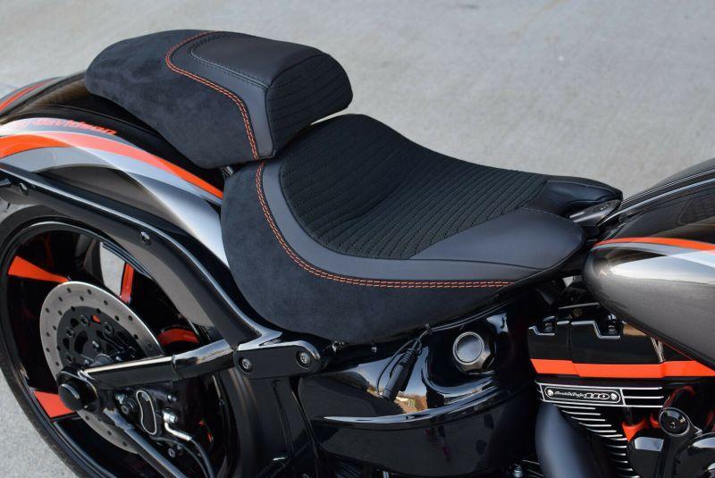 Harley Davidson Cvo Fxse Breakout Screamin Eagle By The Bike