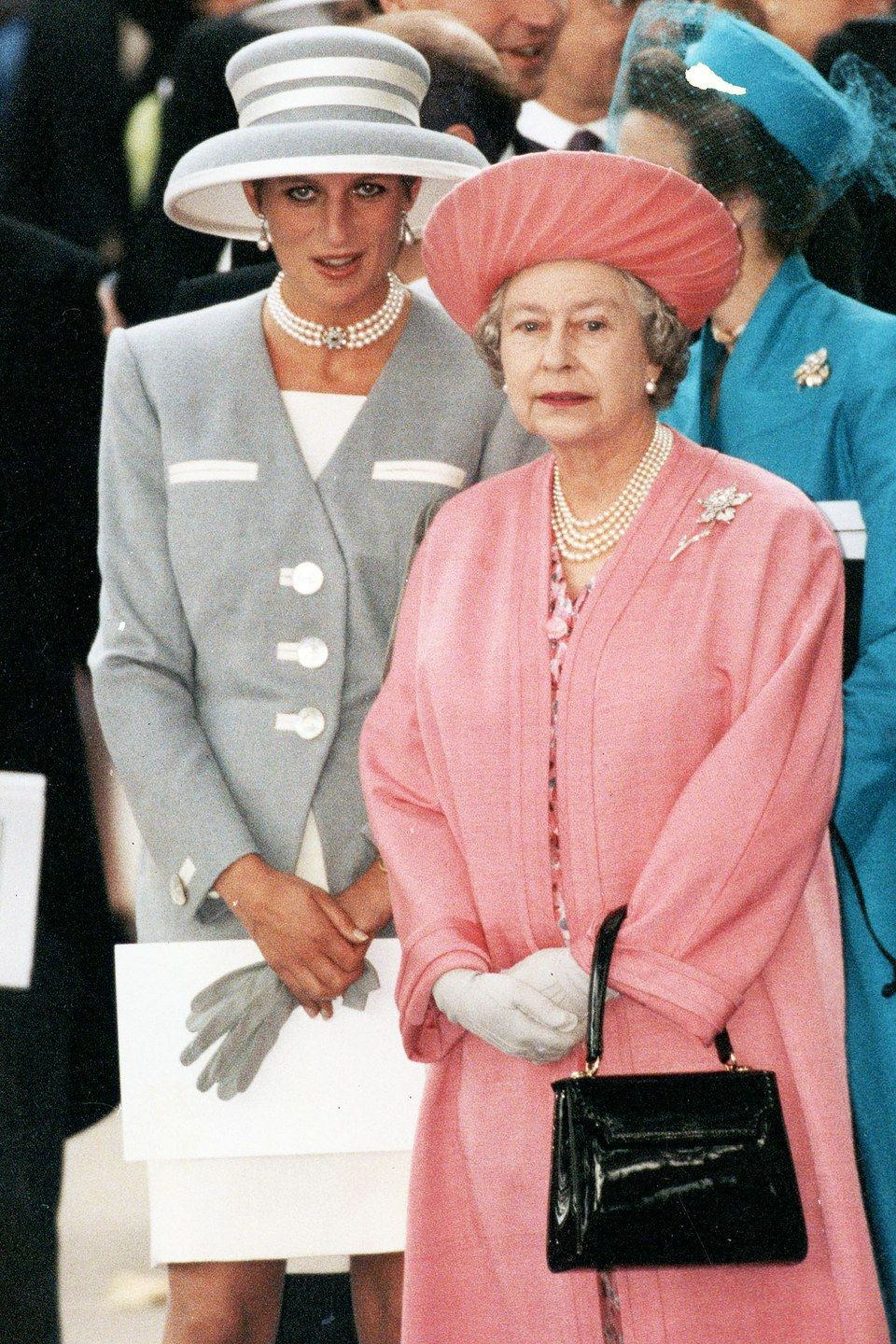 21 Times Queen Elizabeth Wore Exactly the Right Thing to a Wedding ...