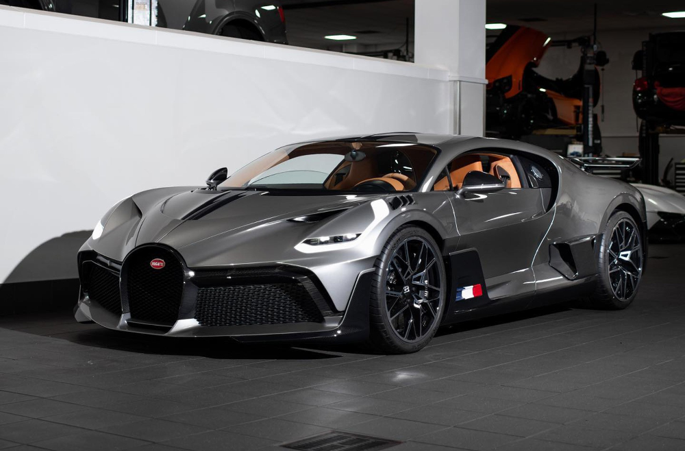 Bugatti Divo Hypercar Lands Stateside Here S The First Unit For The U S Market Autoevolution First Bugatti Bugatti Bugatti Cars