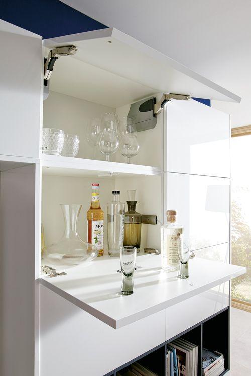 Eine praktische Klapptür dient als Minibar - wie clever ist das - bar für küche