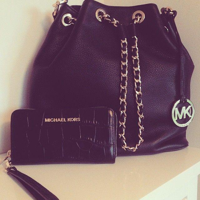 2016 MK handbags!! More than 60% off!!! Pretty cool. 55 USD  9ded115a8e6