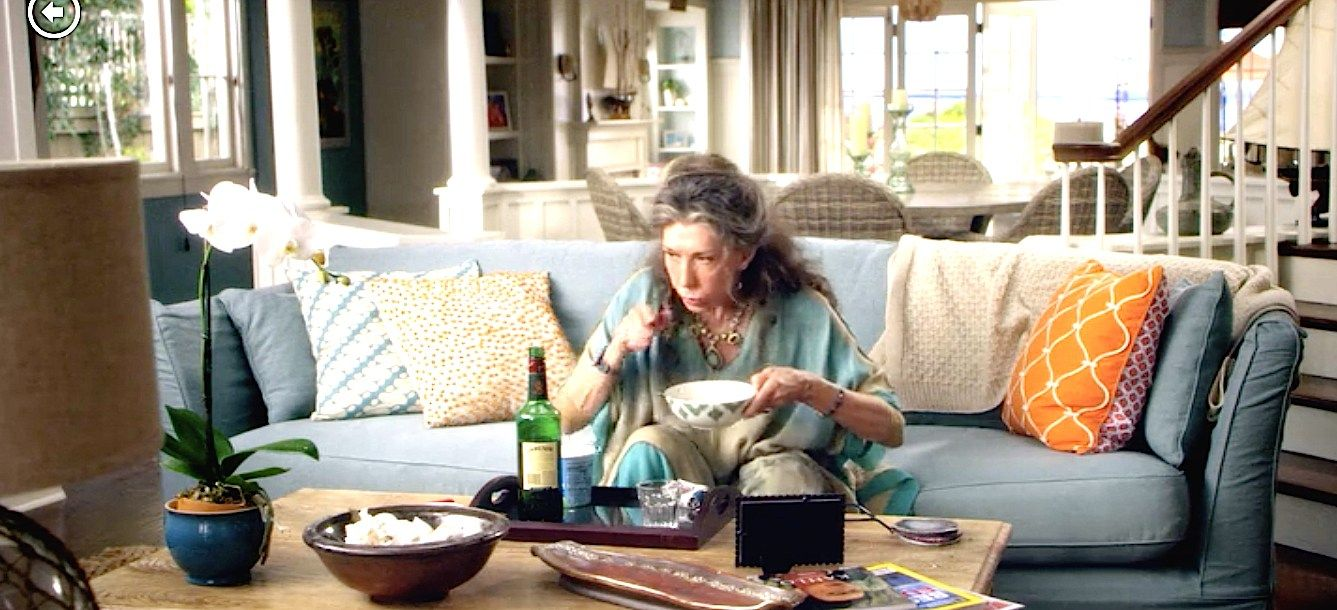 Grace And Frankie Beach House Lily Tomlin Blue Sofa Orange Patterned Chair Grace Fra Beach House Interior Beach House Furniture Beach House Decor Living Room