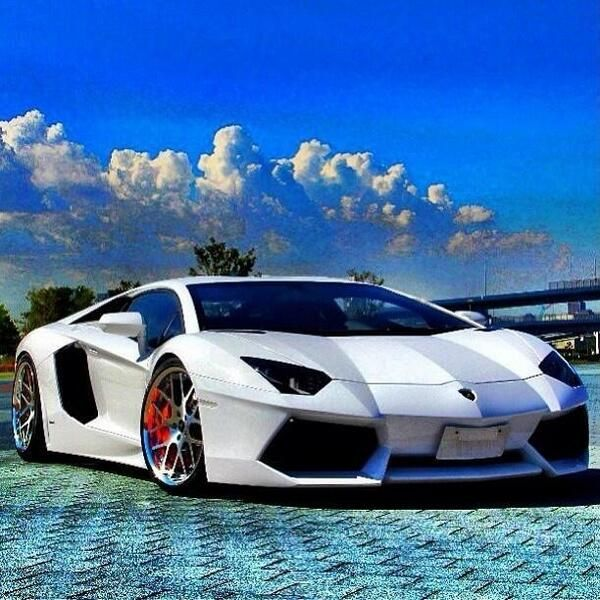 White Luxury Sports Car: Lamborghini Aventador LP 700-4!