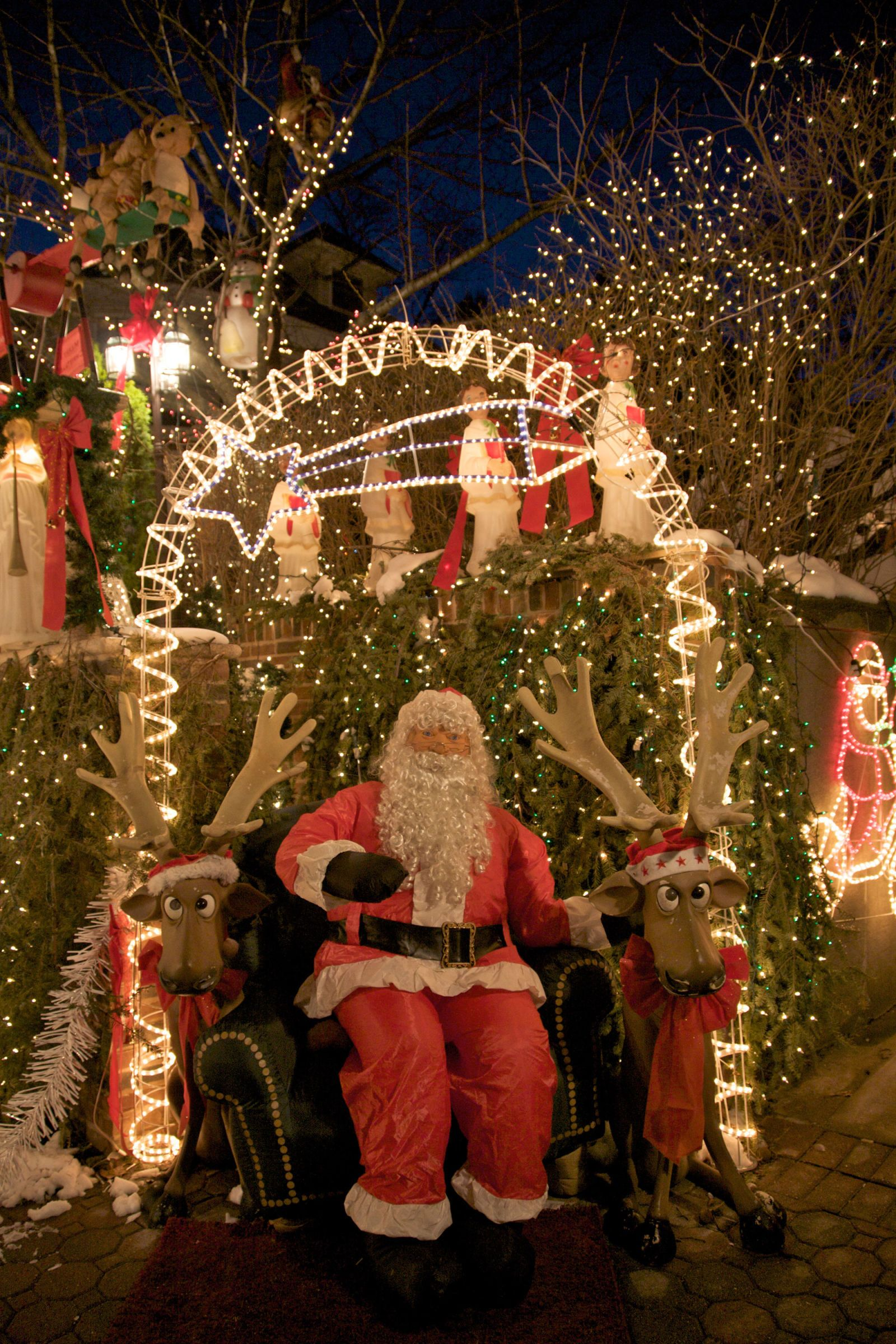 The Best Christmas Towns to Visit for the Holidays | Unique places ...