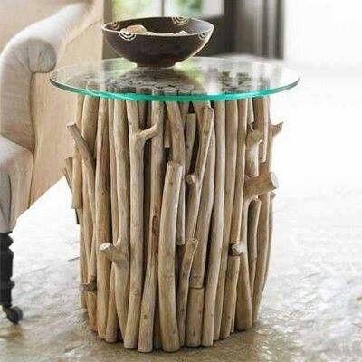 mesacentro fabricada con ramas y troncos de #madera Casa - muros divisorios de madera