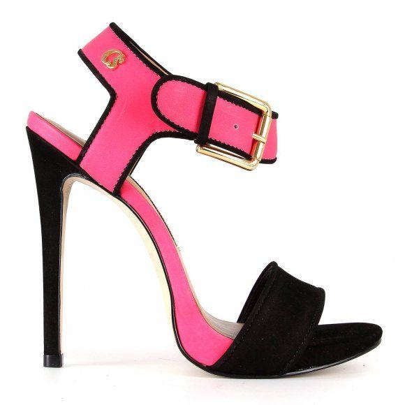 b4b4a3393 Black and Pink shoes from Carmem Steffens Carmem Steffens, Sandálias  Pretas, Sapatos Altos,