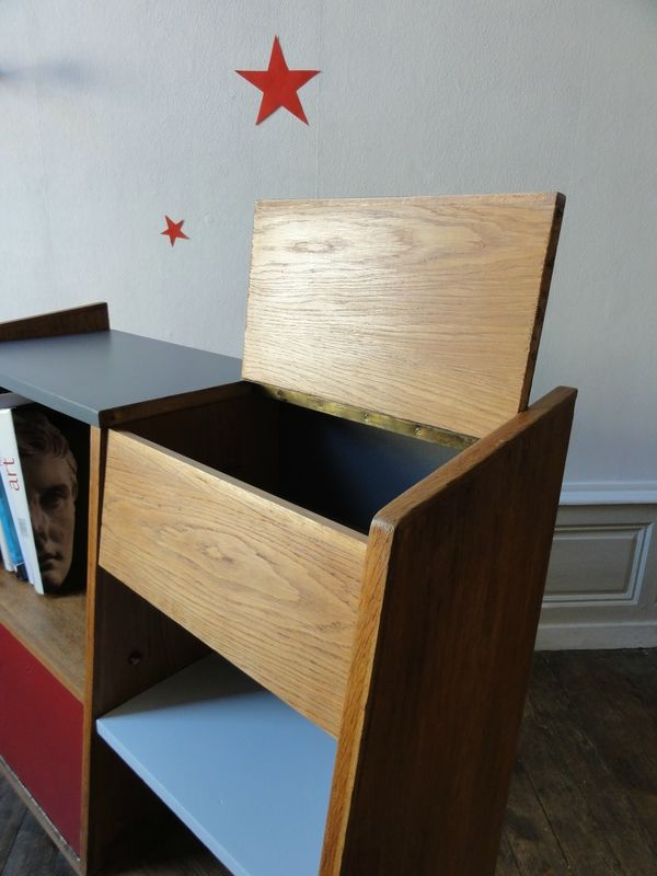 joli meuble de rangement annes 50 dans le style guariche sa forme aileron lui apporte beaucoup dlgance et de lgrete une