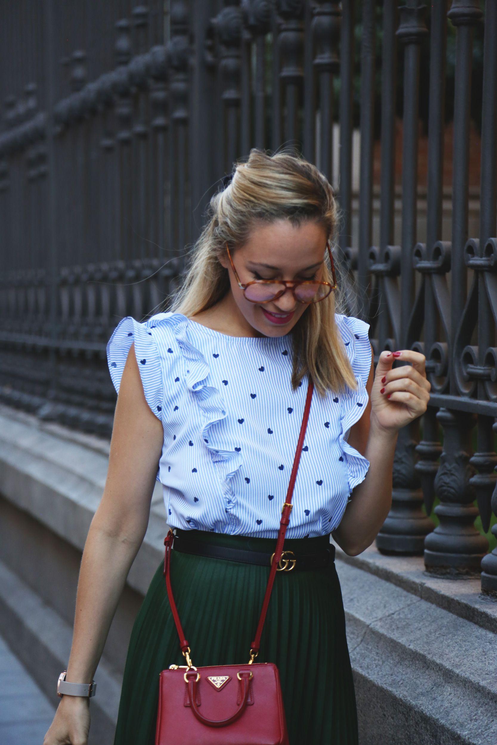 Un Post En Mi Blog De Moda Y Estilo De Vida Como Combinar Una Falda Plisada Verde En Un Look Para Ir A Trabajar Con Mini Bol Faldas Plisadas Moda Estilo
