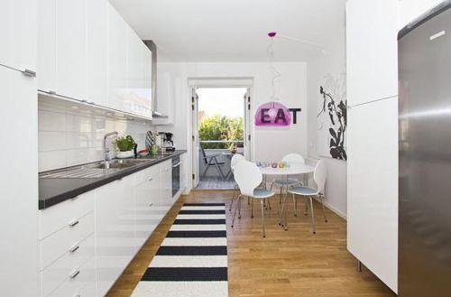 descubre sencillas tcnicas y trucos para realizar la decoracin de cocinas alargadas y estrechas adems de como decorar cocinas pequeas modernas - Cocinas Alargadas Y Estrechas