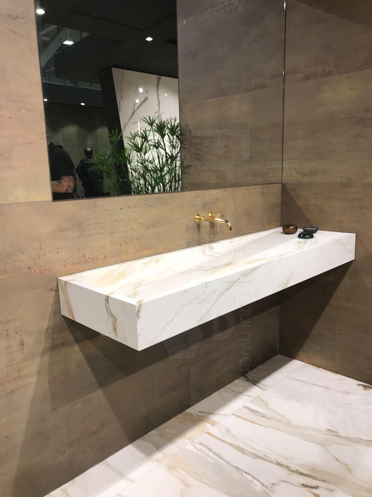 Aus Fliesen Mit Marmoroptik Das Passende Waschbecken Hergestellt Fliesenleger Fliesenlegen Fliese Bathroom Tiles Teg Badezimmer Klein Steinoptik Fliesen