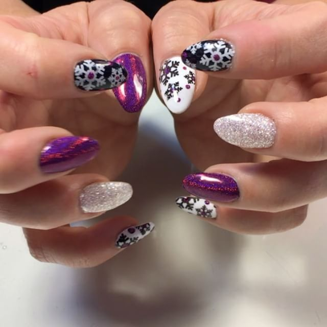 How Do You Not Love Pink Snowflakes Now Accepting New Clients Book Online At Vagaro Com Thepinkdoor Or C Gel Polish Manicure Winter Nails Acrylic Nails