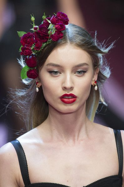 Dolce Gabbana Spring 2018 Dazzling Hair And Beauty Details Straight From The Milan Runways Photos Hair Beauty Model Hair Beauty