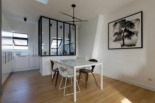 Dans le coin repas de la salle à manger, side chairs Replica de - modele de salle a manger design