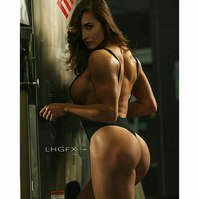 #strong #shredded #curves #fitnessaddict Model @emericonnery . Thanks to @fitignite for the amazing space.