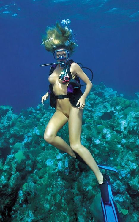 scuba woman nude diving