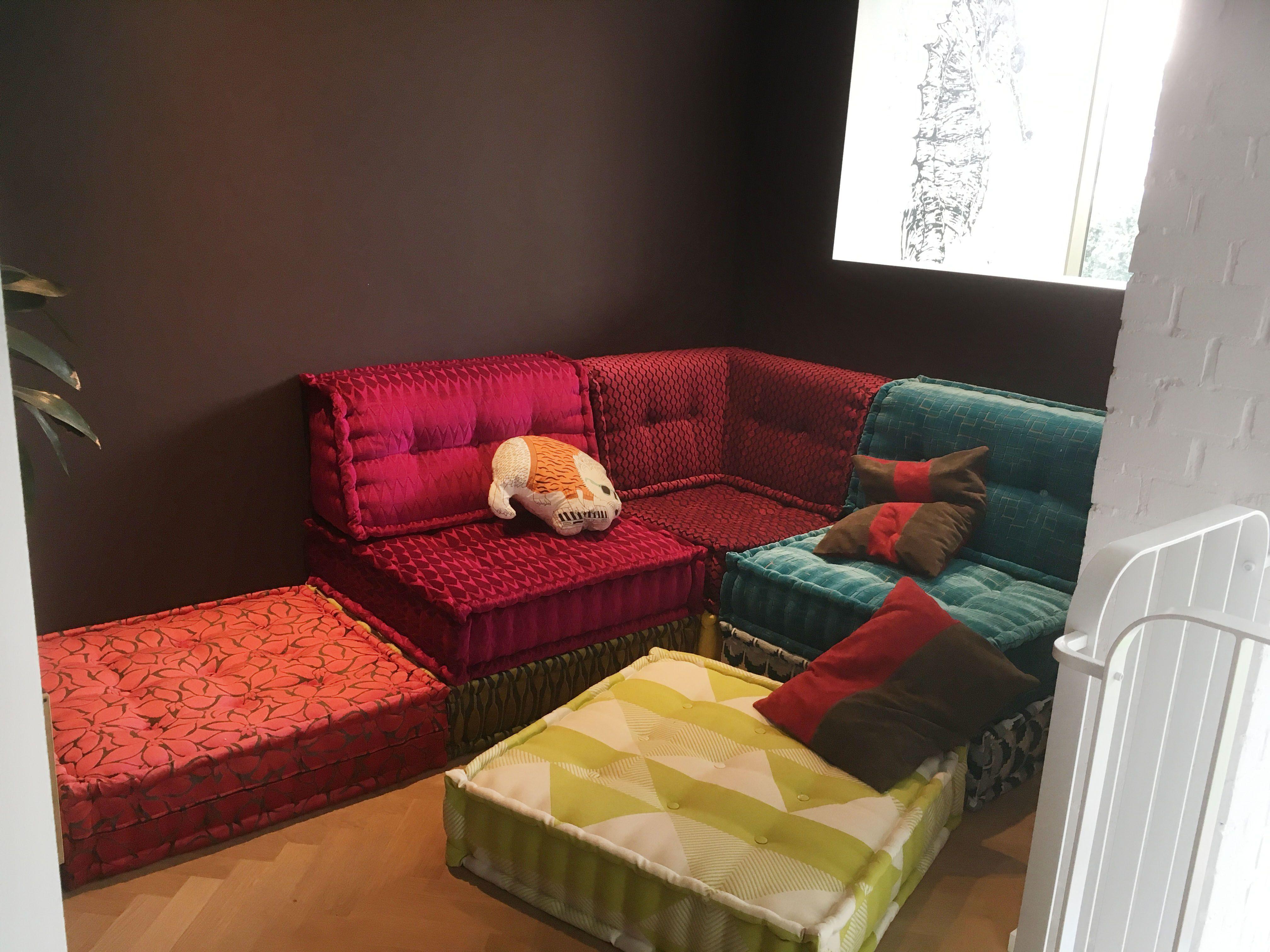Este Sof Ya Tiene Due O This Sofa Has An Owner Customsofa  # Muebles Hitters
