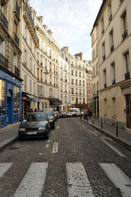 Rue de Montmartre, Paris  | by © Laura Gilchrist