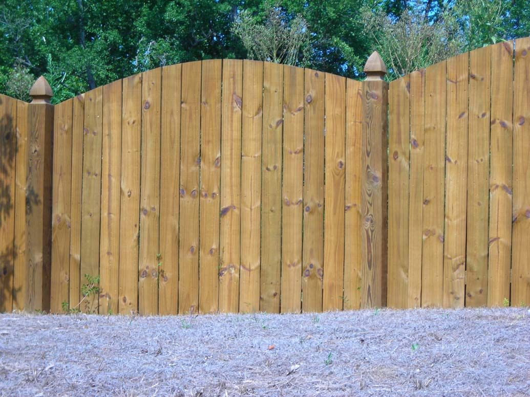 Scalloped privacy fence yard plans pinterest privacy fences woods and outdoor gardens - Rustic wood fences a pastoral atmosphere ...