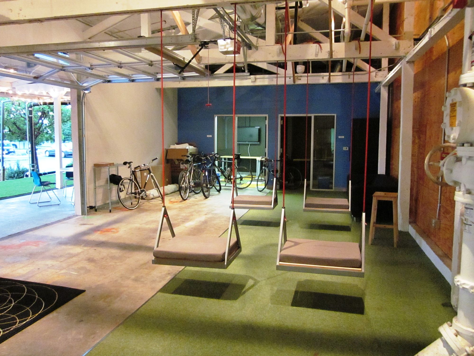 I 39 ve always wanted a swing in an office maybe on terrace for Espace de travail collaboratif