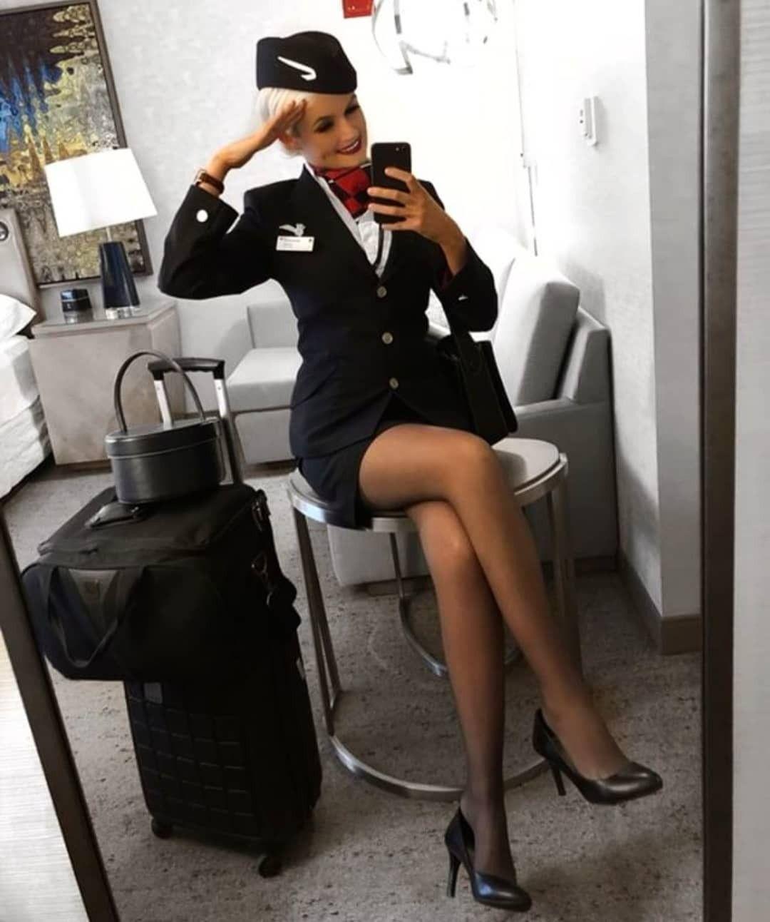 трахает стюардэссу пассажир