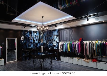 Clothing Store Decorating Ideas Modern Interior In Center Modern