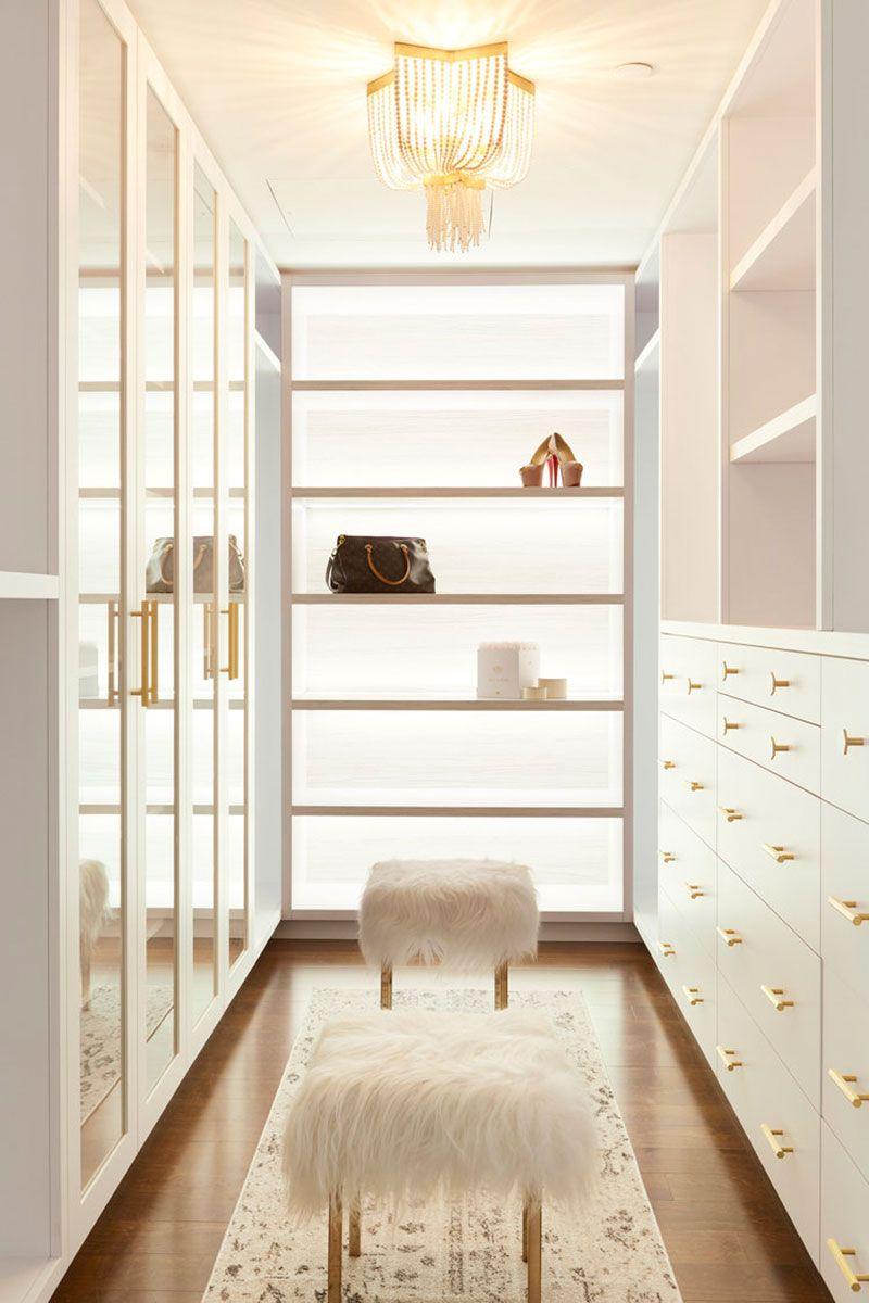 Belaya Kvartira S Glamurnymi Notkami Dlya Devushki V Kanade Foto Idei Dizajn In 2020 Dream Closet Design Closet Designs Dressing Room Design
