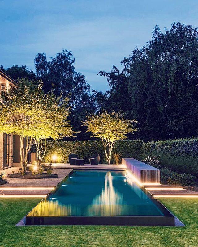 Photo of Beautiful trees! ? nice swimming pool. #designpool #gardendesign #lightning – artist – Riot