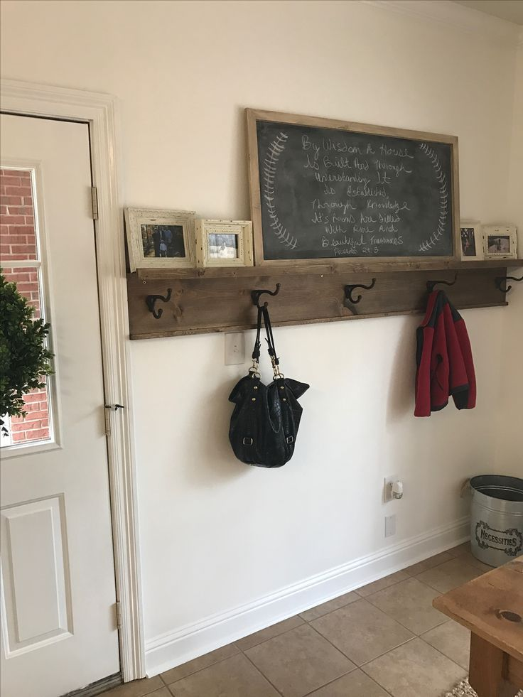 Exceptionnel Diy Entryway Coat Rack With Picture Ledge Shelf! We Needed Something To  Hang Coats, Backpacks Etc By The Back Door U0026 This Fits The Bill Perfectly!