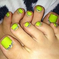 Do It Yourself Neon Green Toes With Rhinestone Bling New Nail Design I Wanted To Try Ou Nails Design With Rhinestones Rhinestone Nails Diy Rhinestone Nails