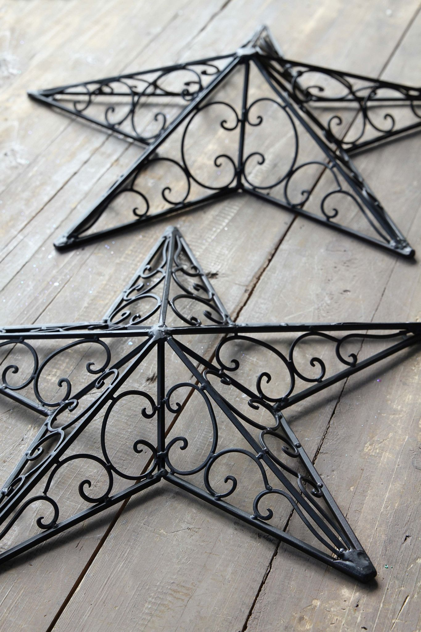 Handsomely Crafted Metal Swirl Stars in 2 sizes & 2 colors!