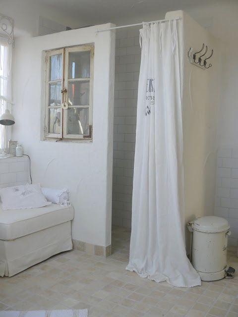 moois en liefs: Mooi wit wonen badkamer douche brocante met ...