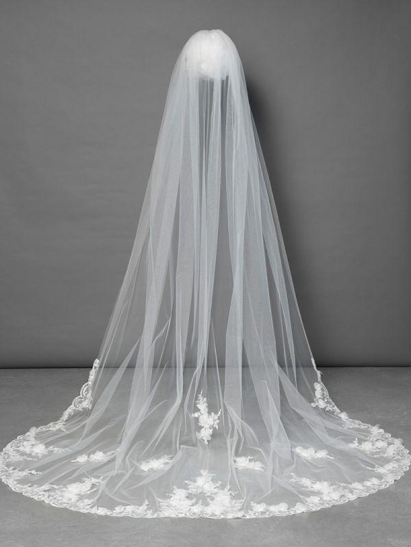 Wedding Veils In Dubai By Vanila Studio Luxury Flower Decoration Luxury Flowers Veil
