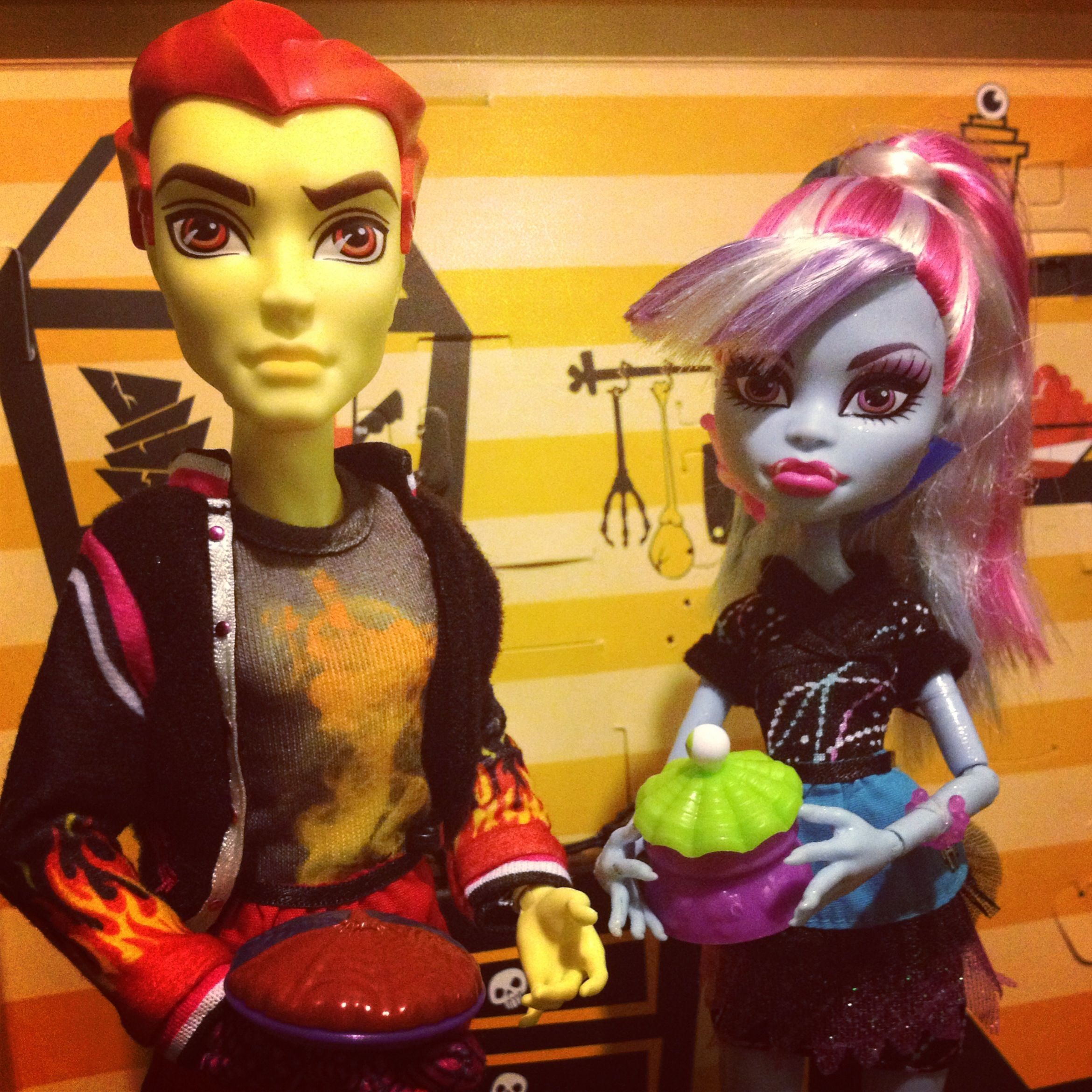 abbey bominable and heath burns monster high monster