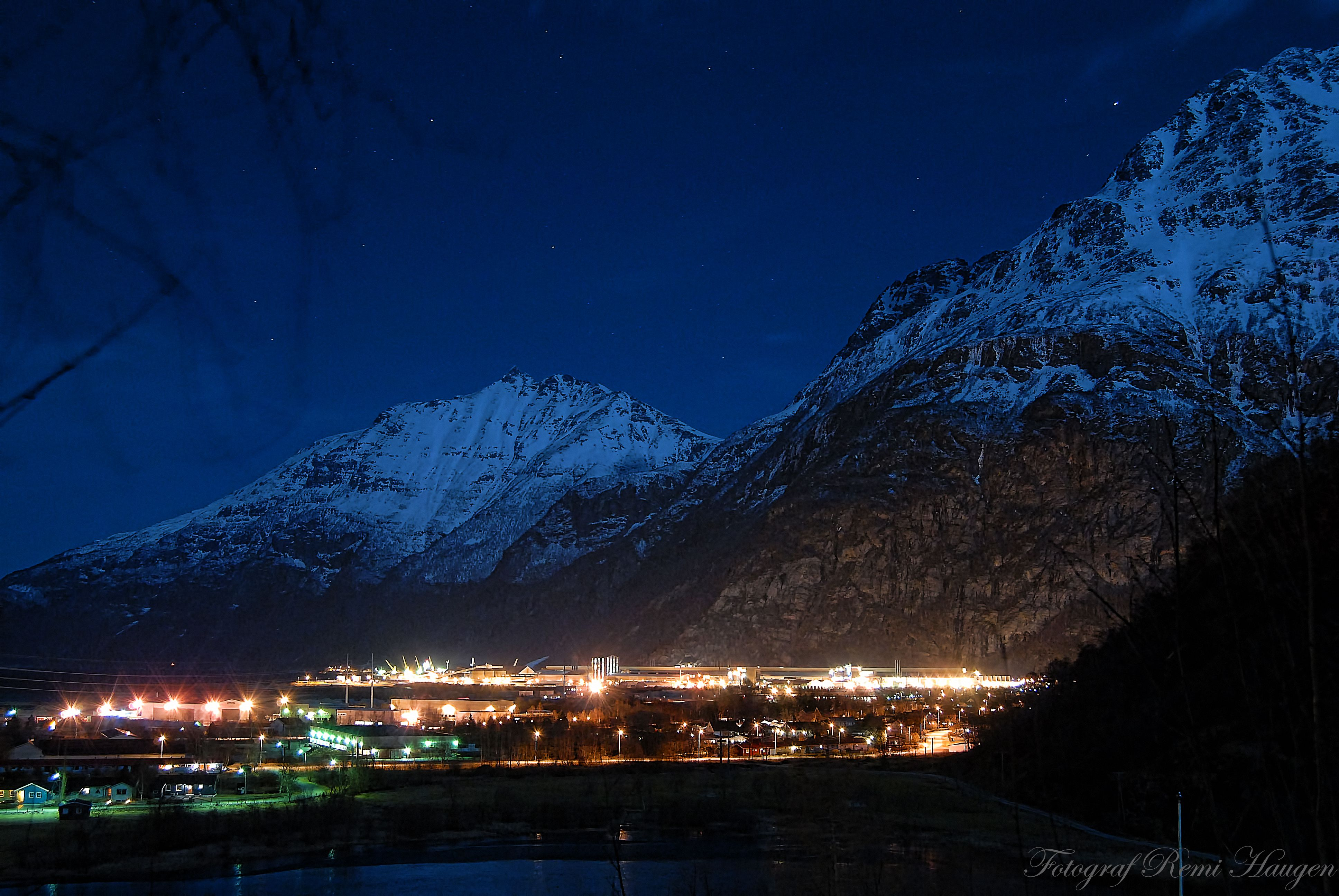 Nattbilde fra Sunndalsøra.