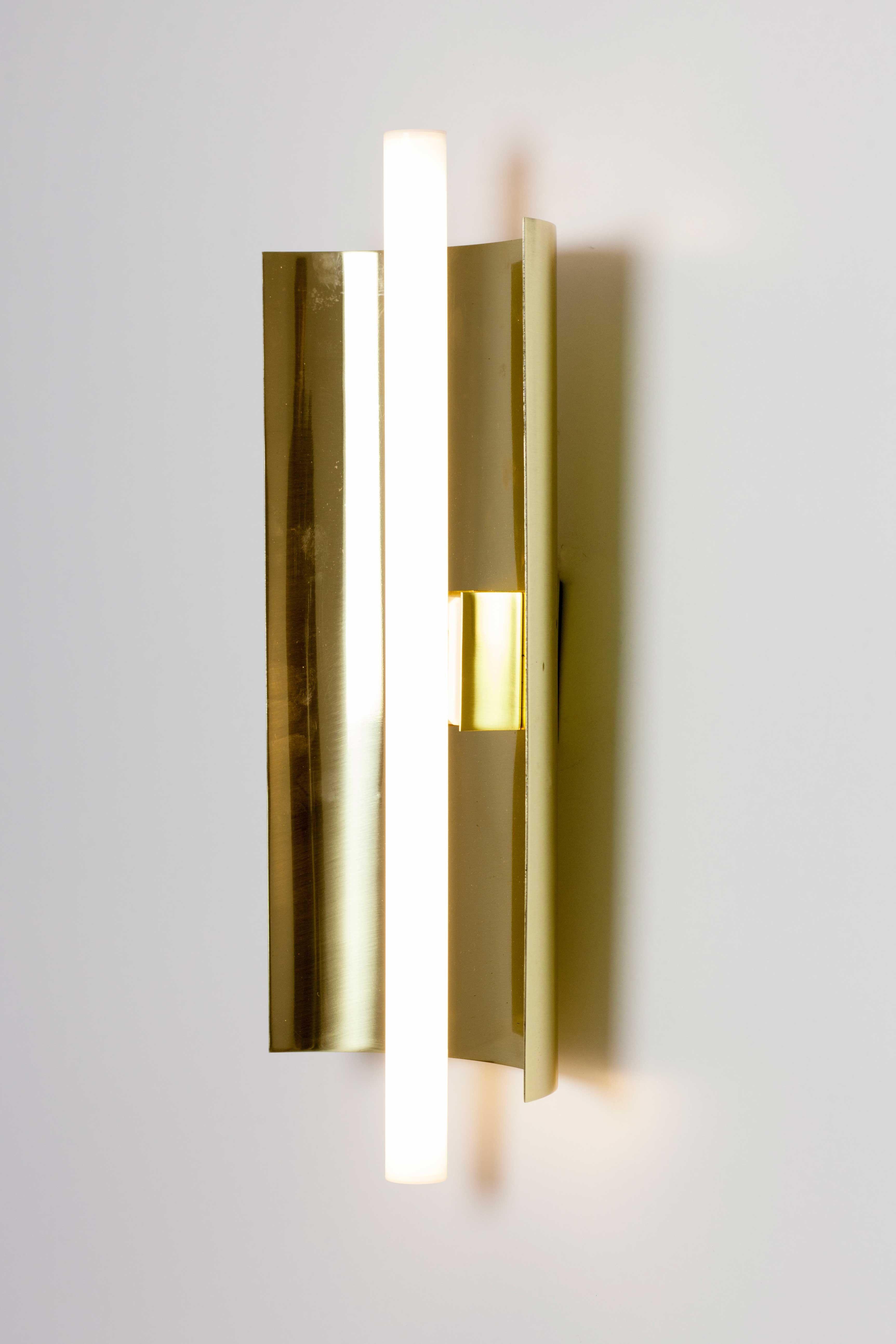 Aplique pared teja latón linestra led #apliquesdepared #iluminación ...