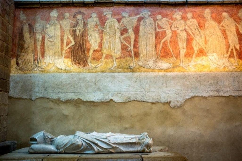 Abbaye De La Chaise Dieu Danse Macabre Fresque En Trois Panneaux De 2 Metres De Haut Et 26 Metres De Long Realisee En 1460