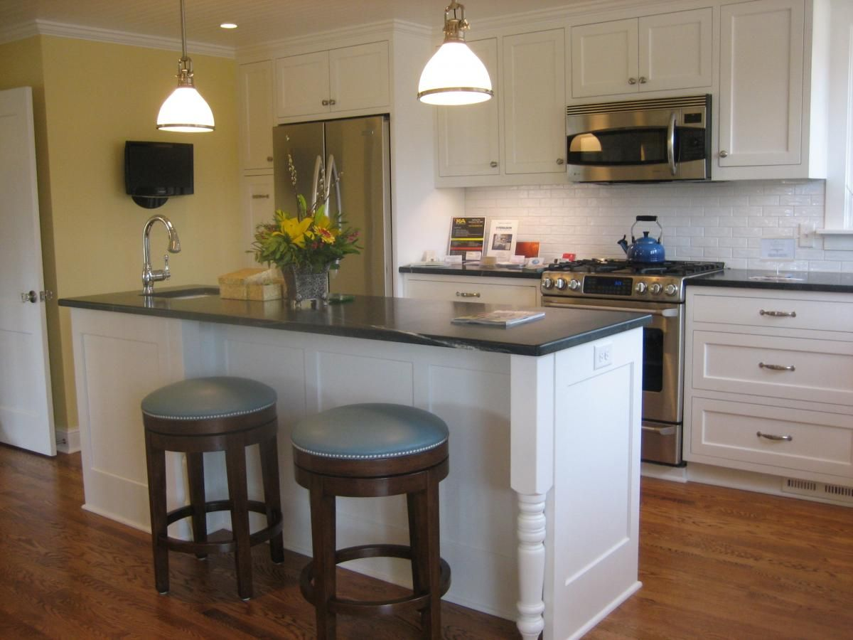 Sparkling update to a 1949 cape cod style kitchen for Cape cod kitchens pictures