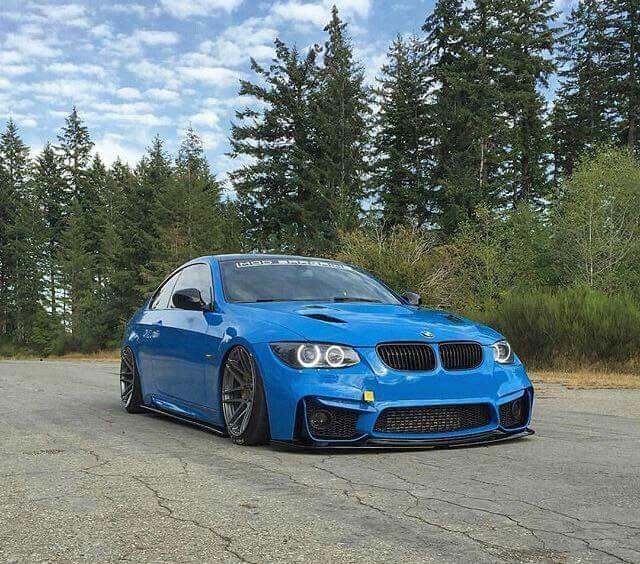 BMW E92 M3 blue slammed