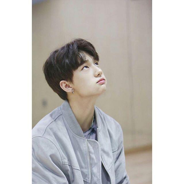 — 171116 Hyunjin ›› Mukbang party Stray Kids Official Update