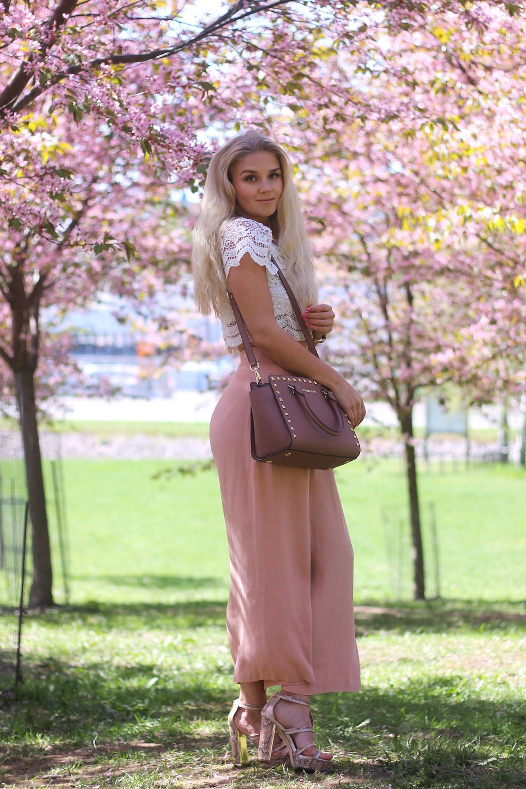 MY FAVORITE SPRING OUTFIT - CULOTTES & LACE CROP TOP