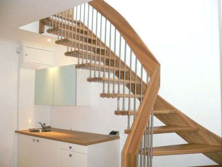 Moderne Treppe aus Holz, Eisen und Glas für den Innenbereich