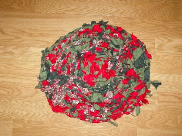 Fabric Scrap Pet Rug in fabric diy  with white rug red pets Green Fabric Dog Cat braided